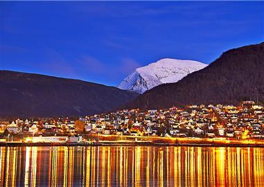 Město usínající v chladu zimy,  Norsko